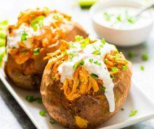 Patates douces farcies au poulet Buffalo (dans la mijoteuse)