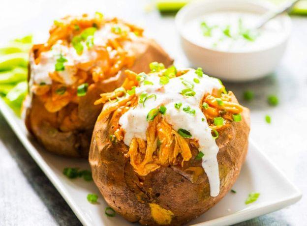 Recette facile de patates douces farcies au poulet buffalo dans la mijoteuse - Recette poulet patate douce ...