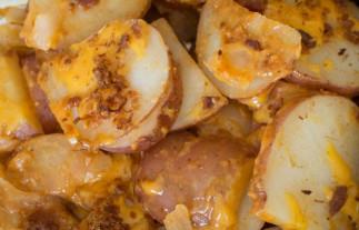 Patates au fromage et bacon sur le BBQ