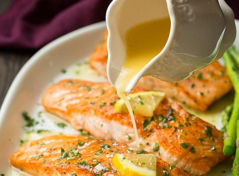 recette facile de saumon au beurre l 39 ail et citron la. Black Bedroom Furniture Sets. Home Design Ideas