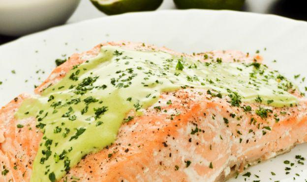 Recette facile de saumon avec une sauce crémeuse lime et coriandre!