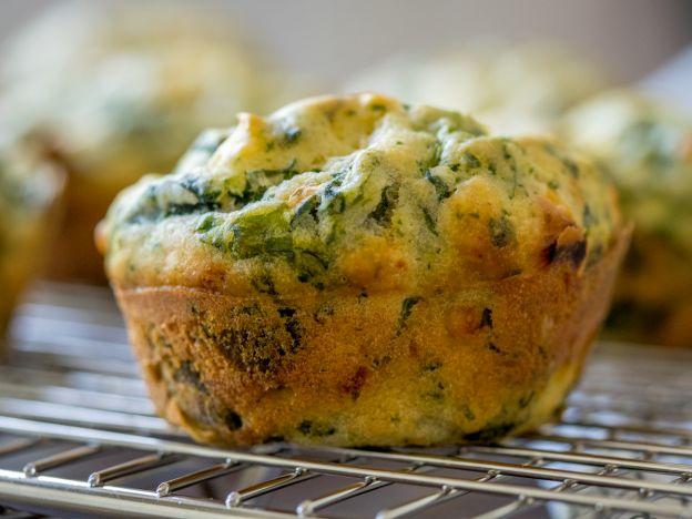 Recette facile de muffins déjeuner aux épinards et fromage feta