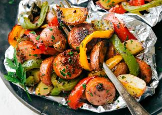 Papillotes de saucisses italiennes et de légumes