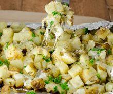 Patates gratinées à l'ail sur le BBQ
