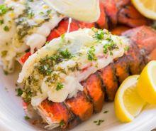 Queues de homard au beurre à l'ail