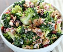 Salade de brocoli crémeuse