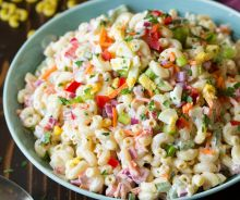 Salade de macaroni aux œufs à la coque (Colorée)