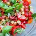 Recette facile de salade santé aux tomate, basilic et pois chiches