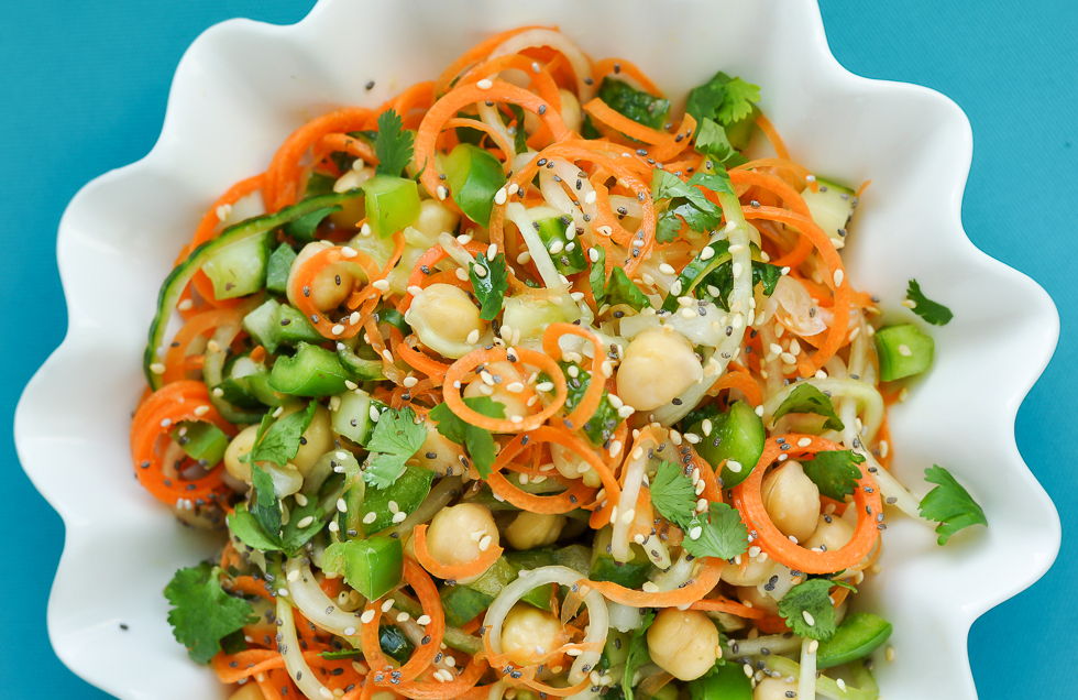 Recette facile de salade thaïlandaise aux nouilles, carottes et concombres!