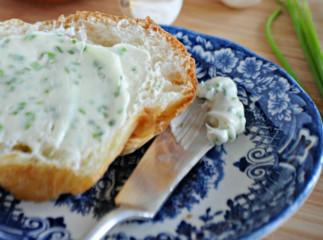 Recette facile de beurre à l'ail et ciboulette