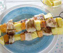 Brochettes de dinde, ananas et patates douces