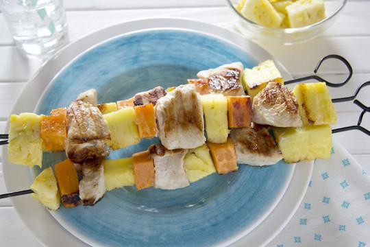 Recette facile de brochettes de dinde, ananas et patates douces!