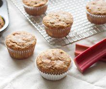 Muffins à la rhubarbe et pacanes