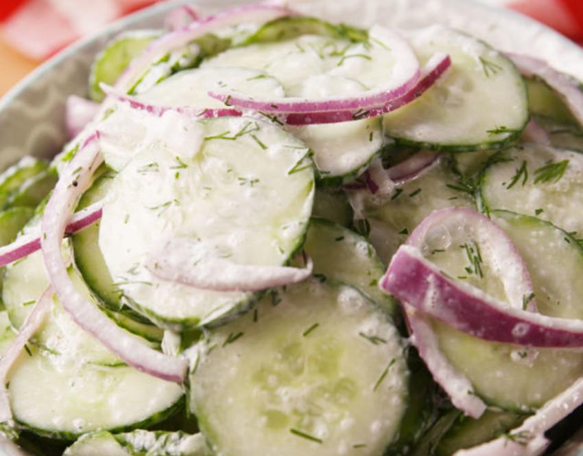 Recette facile de salade de concombre crémeuse!