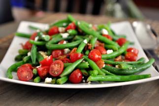 Une recette facile de salade de fèves vertes et tomates!