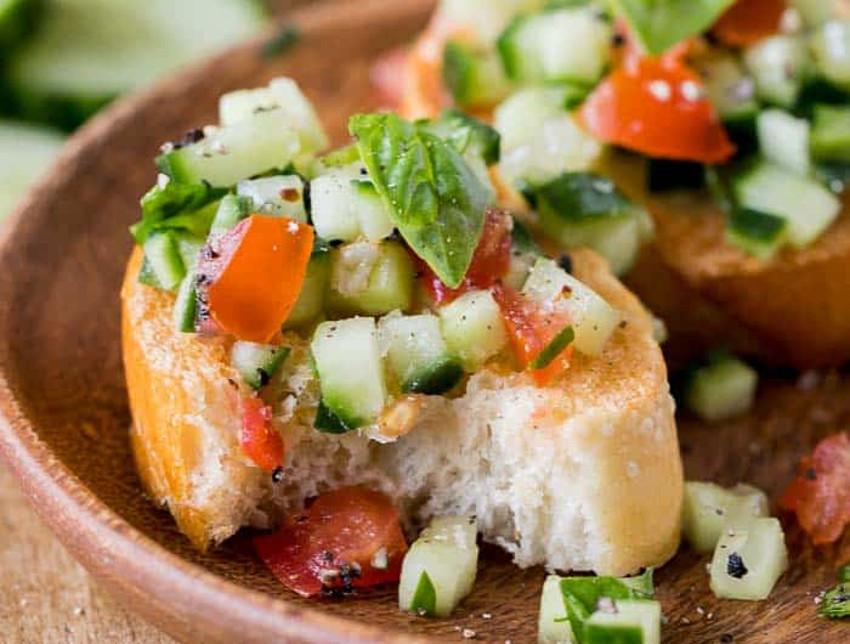 Une recette facile de bruschetta au concombre absolument délicieuse!
