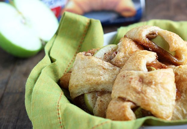 La recette facile des croissants de tarte aux pommes!