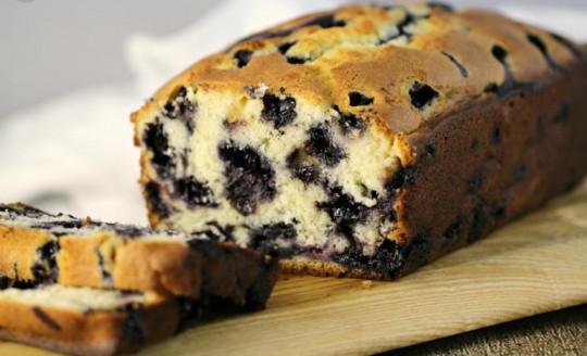 Une recette facile de pain aux bleuets (Super moelleux!)