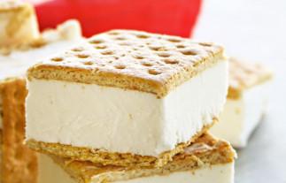 La recette facile de sandwich de biscuits Graham à la crème glacée!