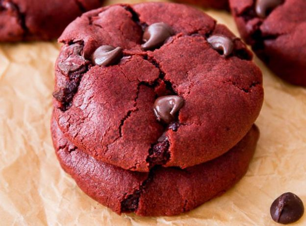 La recette facile des délicieux biscuits Red Velvet aux pépites de chocolat!