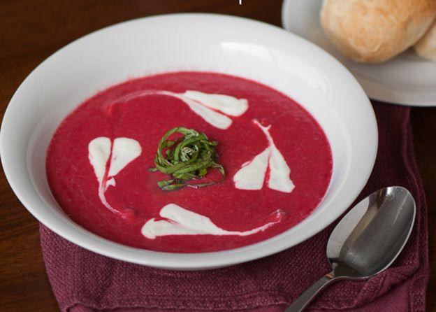 La meilleure recette facile de soupe aux betteraves!
