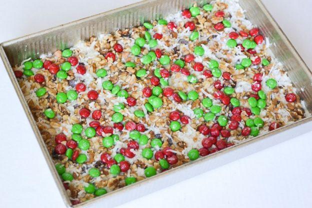 La délicieuse recette des barres magiques de Noël au M&M!