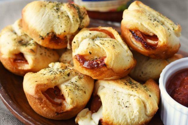 La recette facile des petites bombes de pizza pepperoni et fromage!