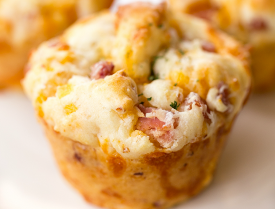 La recette facile des muffins au jambon et fromage!