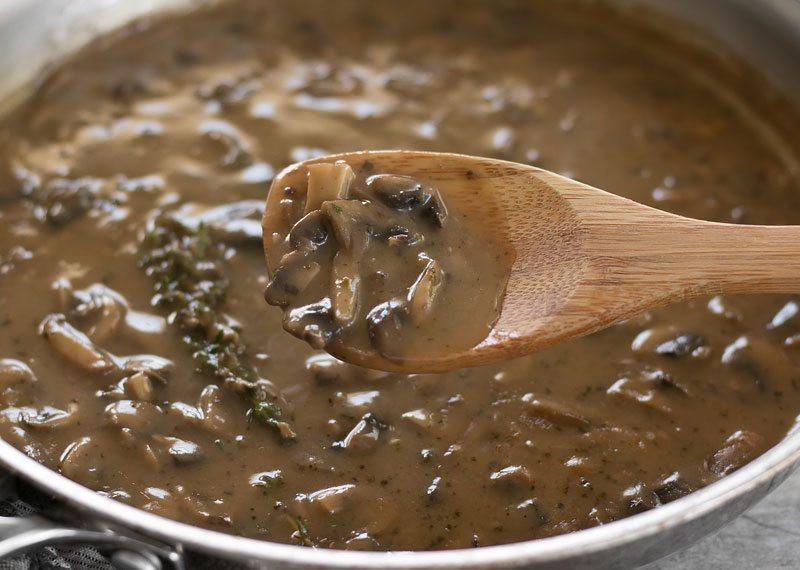 La recette facile de sauce gravy aux herbes et champignons!