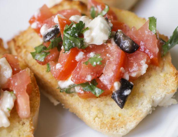 La recette facile de la bruschetta à la grecque!