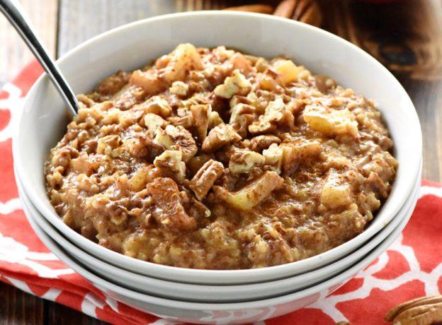La recette facile de gruau à la tarte aux pomme dans la mijoteuse (overnight)!