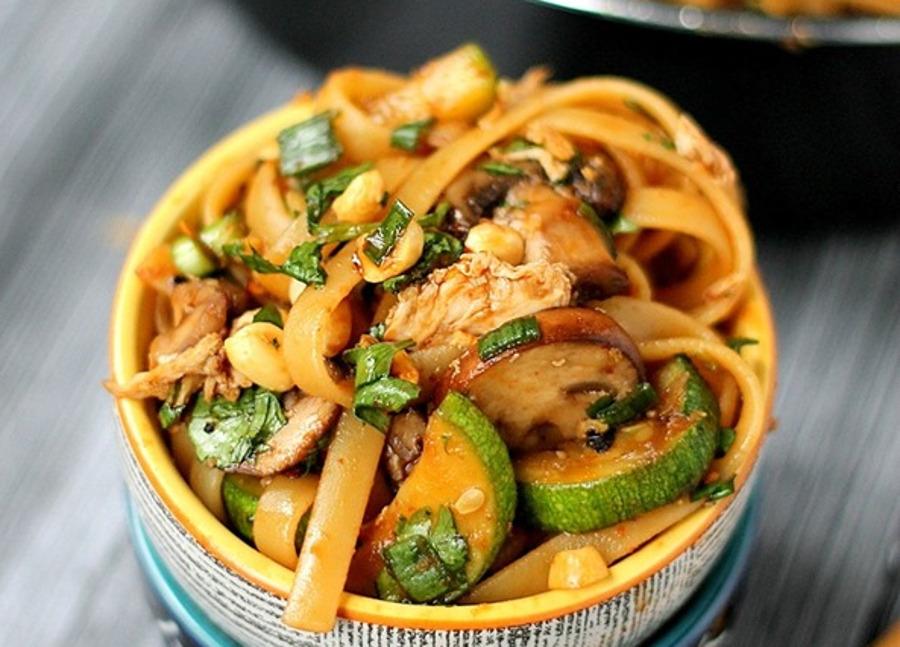 La recette facile de nouilles thaïlandaises épicées (style One Pot)!