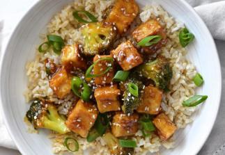Tofu frit au sésame et brocoli