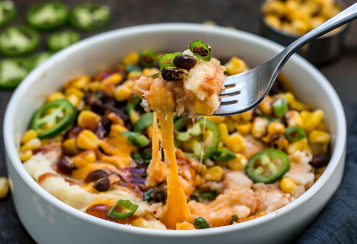 La recette facile de Bol de patates pilées et fèves noires