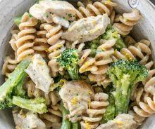 Pâtes au poulet, brocoli et sauce crémeuse au citron