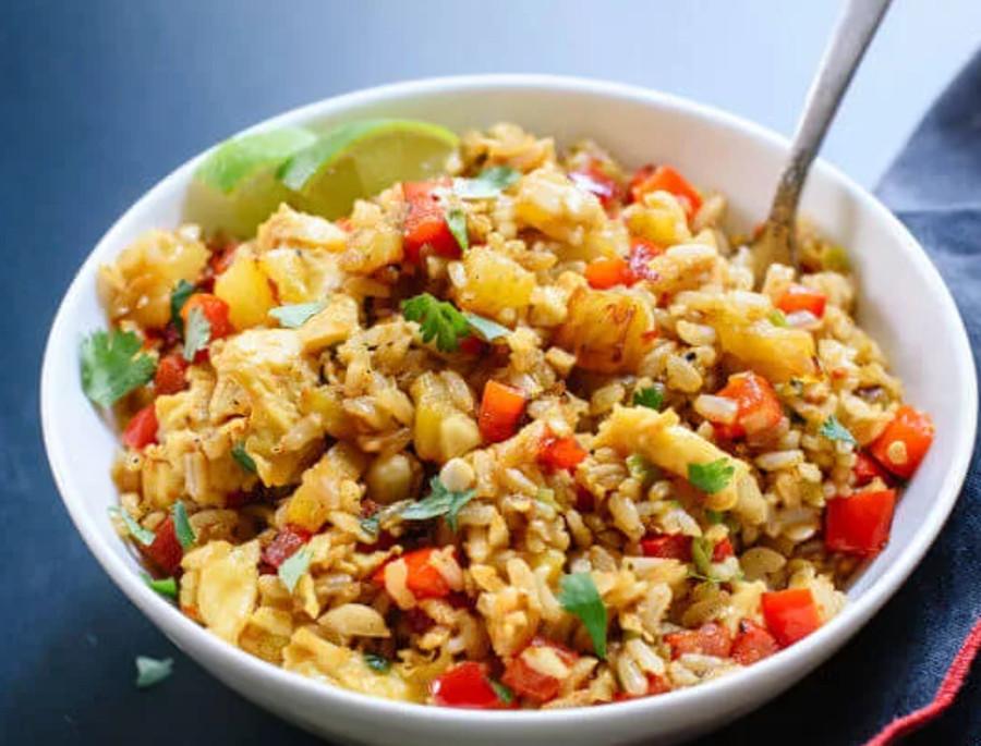 La recette parfaite de riz frit thaïlandais à l'ananas!