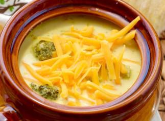 Soupe au brocoli et cheddar dans la mijoteuse