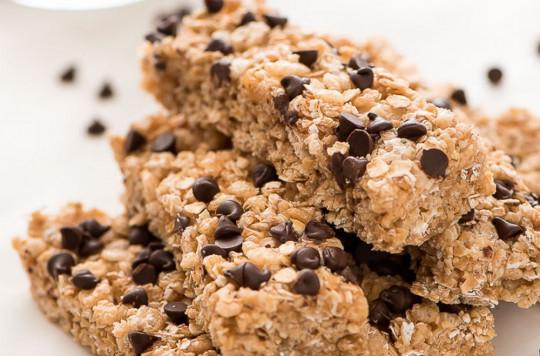 Les meilleures barres tendres maison aux pépites de chocolat (SANS CUISSON)!