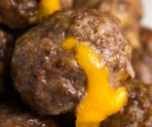 Boulettes de cheeseburger avec bacon