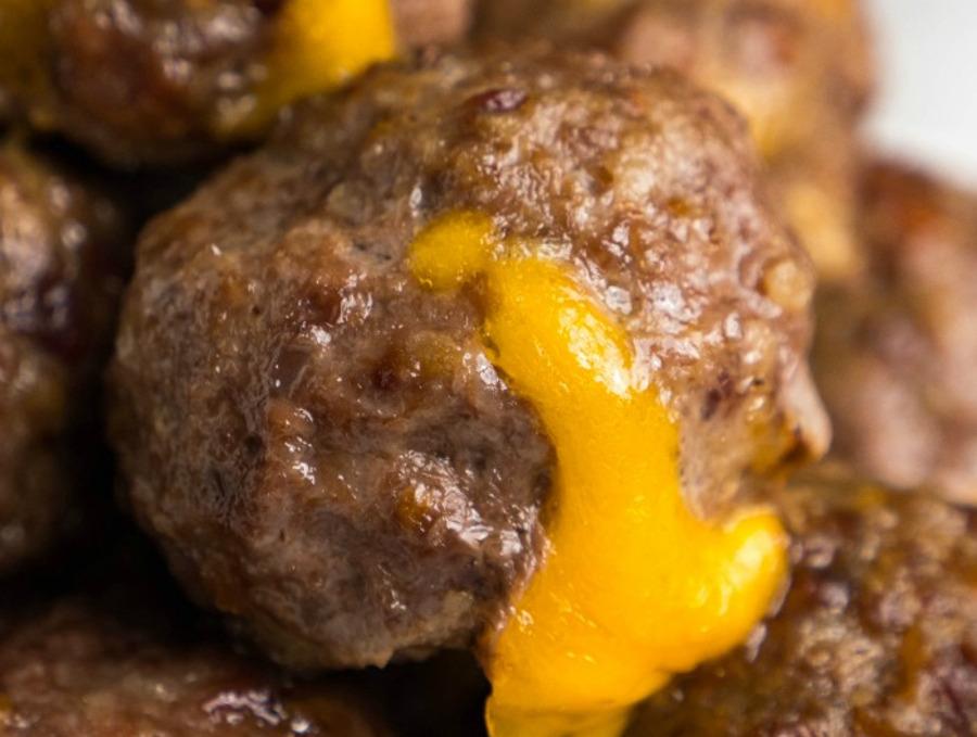 La recette facile de boulettes de cheeseburger avec bacon!