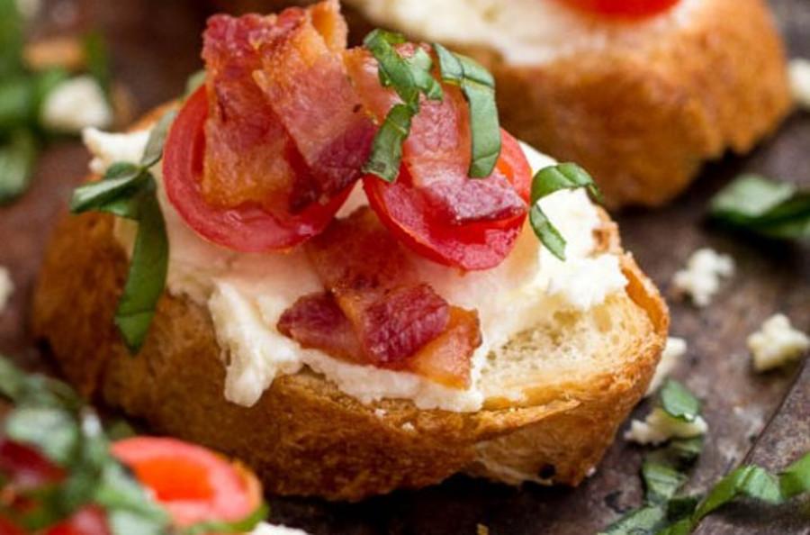 La meilleure recette de bruschetta crémeux au feta et bacon!