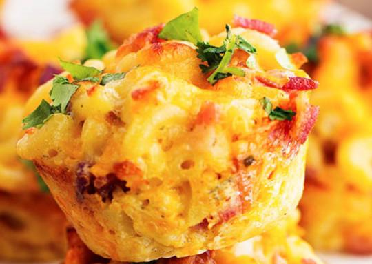 La recette facile de cupcakes de Mac & Cheese ranch et bacon!