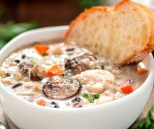 Soupe au poulet et riz sauvage dans la mijoteuse