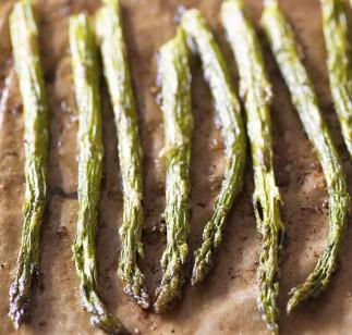 La meilleure recette d'asperges au beurre à l'ail (Très facile à faire...)