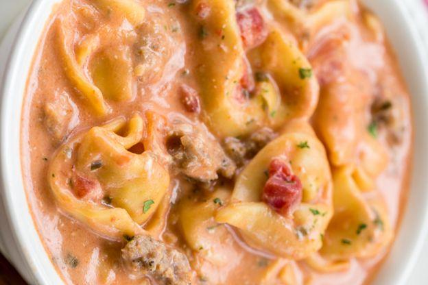 La recette facile de soupe aux tomates et tortellini à la mijoteuse!