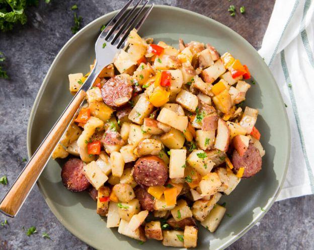 La meilleure recette de casserole déjeuner de patates, saucisses et poivrons!