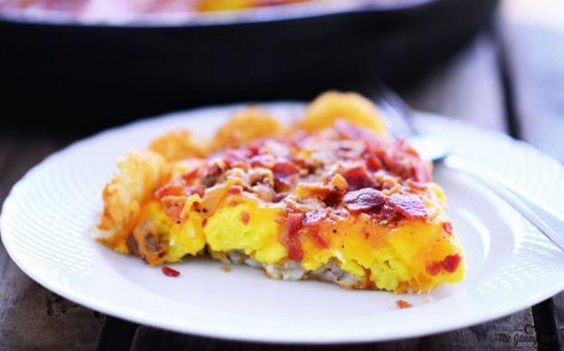 La recette facile de pizza déjeuner aux patates hashbrown