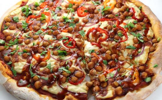 La meilleure recette depPizza végétarienne aux pois chiches (Et sauce BBQ)!