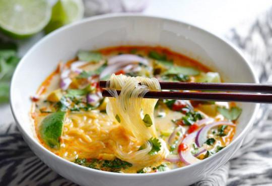 La meilleure recette de soupe thaï au légumes et curry!