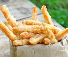 Frites de patates douces au tempura de noix de coco